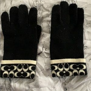 Coach gloves small